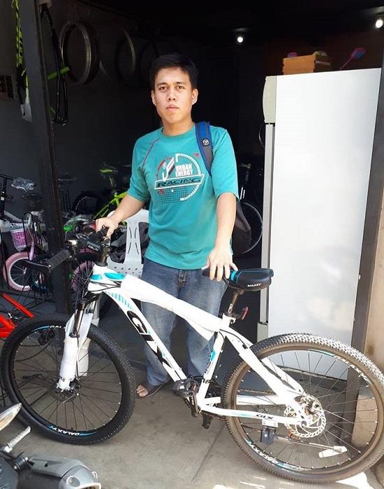 Xe đạp đi trong thành phố